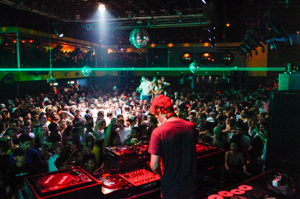 Digweed DJing Guv main room at Labour of Love in 2005. Photo by Tobias Wang of VisualBass Photography.