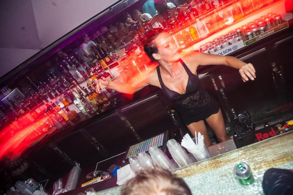girls-clubbing-commando-pics-penis-skinny-nudist